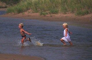 kidsplayinginwater