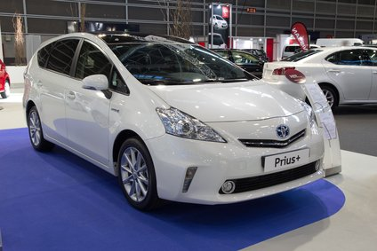 Best Hybrid Cars for the Money: Go Green, Save Green