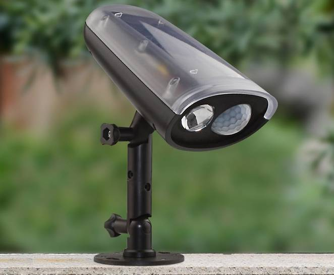 Solar-powered LED spotlight adds security & convenience to outdoor spaces (review)