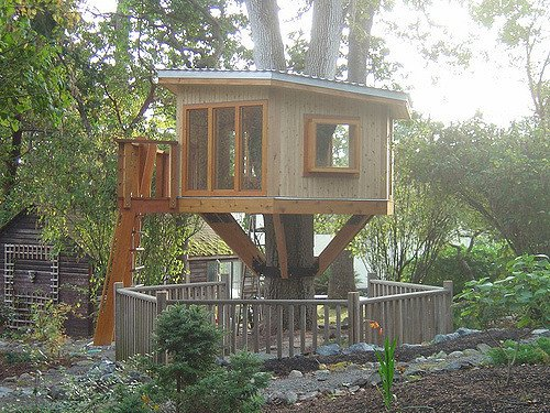 Eight lessons your kids can learn from building their own treehouses