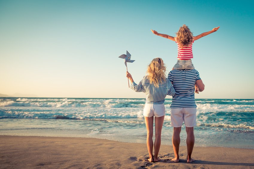 How to Plan a Memorable Beach Party for the Whole Family