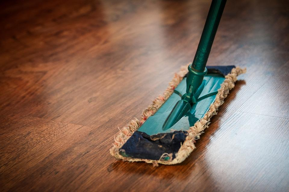 Cleaning Your Home Naturally (Without Cleaning Out Your Wallet)