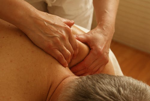 6 Tips to Ease Shoulder Pain